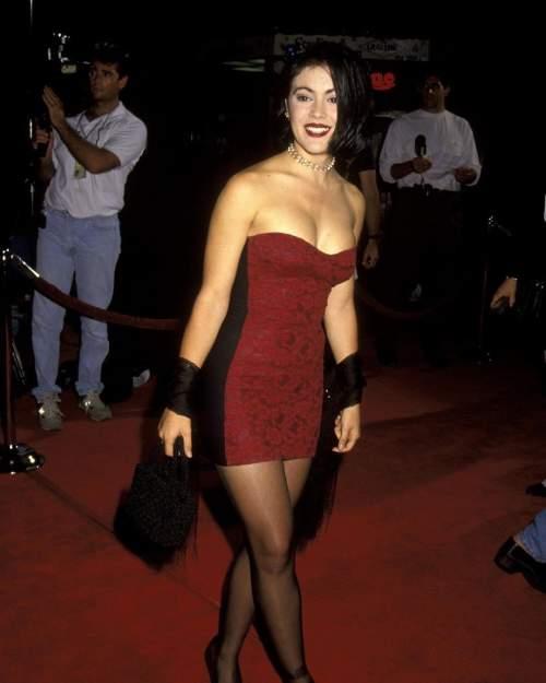 Alyssa Milano Hot Smile Legs   Celebrity Bra Sizes and Pics